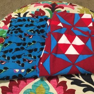 2 pair of OS leggings. Great condition!
